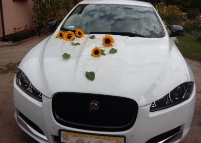 ozdobiony samochód na ślub