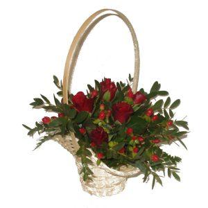 Kosz z różnorodnych kolorowych kwiatów 9